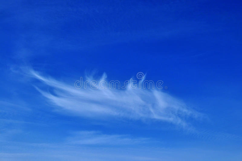Download ουρανός σύννεφων στοκ εικόνα. εικόνα από φτερό, βακκινίων - 13188387