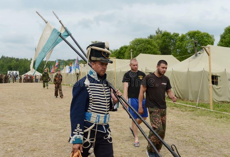 Ουσάρος στο στρατιωτικό στρατόπεδο στον τομέα Borodino στοκ φωτογραφία