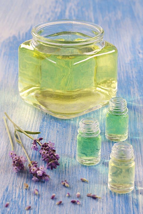 Ουσιαστικό πετρέλαιο lavender στοκ εικόνα με δικαίωμα ελεύθερης χρήσης
