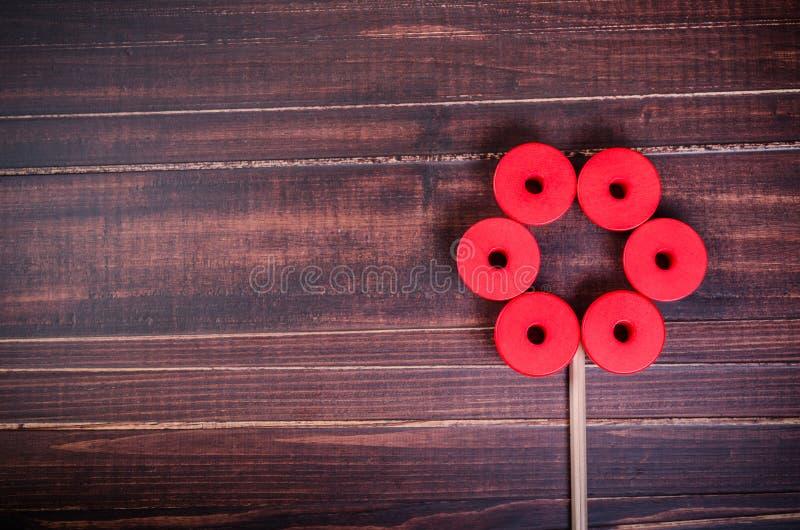 λουλούδι από τους ξύλινους φραγμούς κύβων χρώματος στοκ φωτογραφία με δικαίωμα ελεύθερης χρήσης