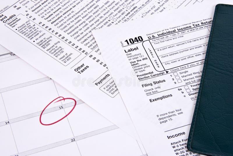 οφειλόμενος φόρος εισοδήματος στοκ εικόνες