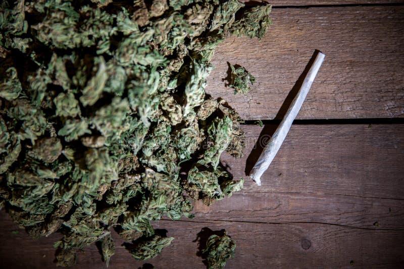 Οφθαλμοί μαριχουάνα με την ένωση στοκ εικόνες με δικαίωμα ελεύθερης χρήσης