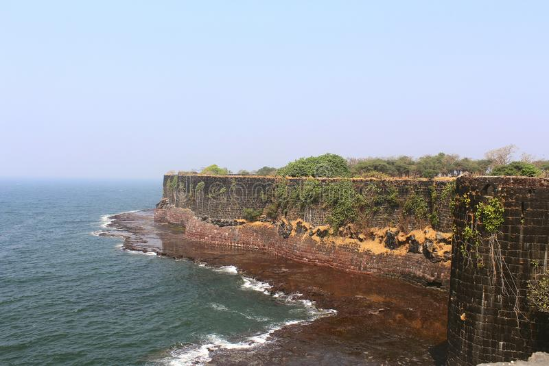Οχυρό Suvarndurg, πίσω άποψη του προμαχώνα και αραβική θάλασσα, Fateghad, Kokan maharashtra στοκ φωτογραφίες με δικαίωμα ελεύθερης χρήσης