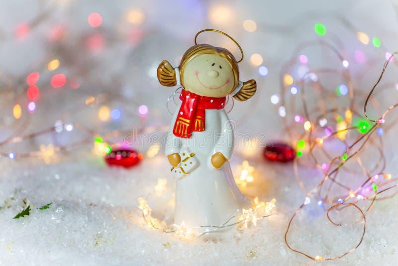 Ο άγγελος Χριστουγέννων με ακτινοβολεί υπόβαθρο στοκ φωτογραφίες