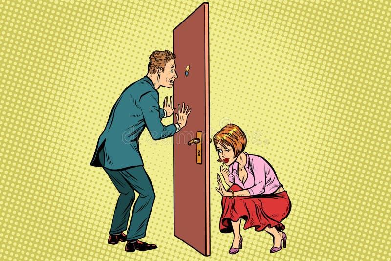 Ο άνδρας και η γυναίκα κατασκοπεύουν ο ένας τον άλλον ελεύθερη απεικόνιση δικαιώματος