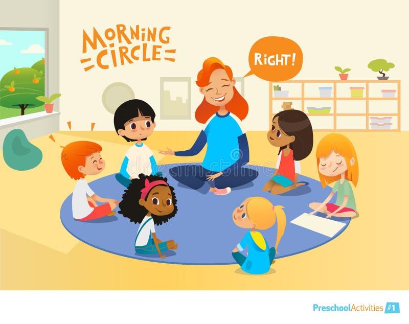 Ο δάσκαλος υποβάλλει τις ερωτήσεις παιδιών και τις ενθαρρύνει κατά τη διάρκεια του μαθήματος πρωινού στην προσχολική τάξη Κύκλος- ελεύθερη απεικόνιση δικαιώματος