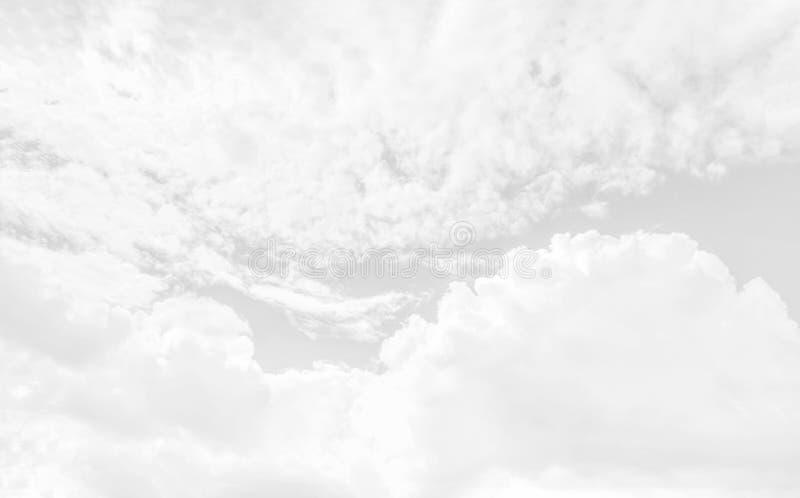 Ο άσπρος σωρείτης καλύπτει backghround στοκ φωτογραφίες με δικαίωμα ελεύθερης χρήσης