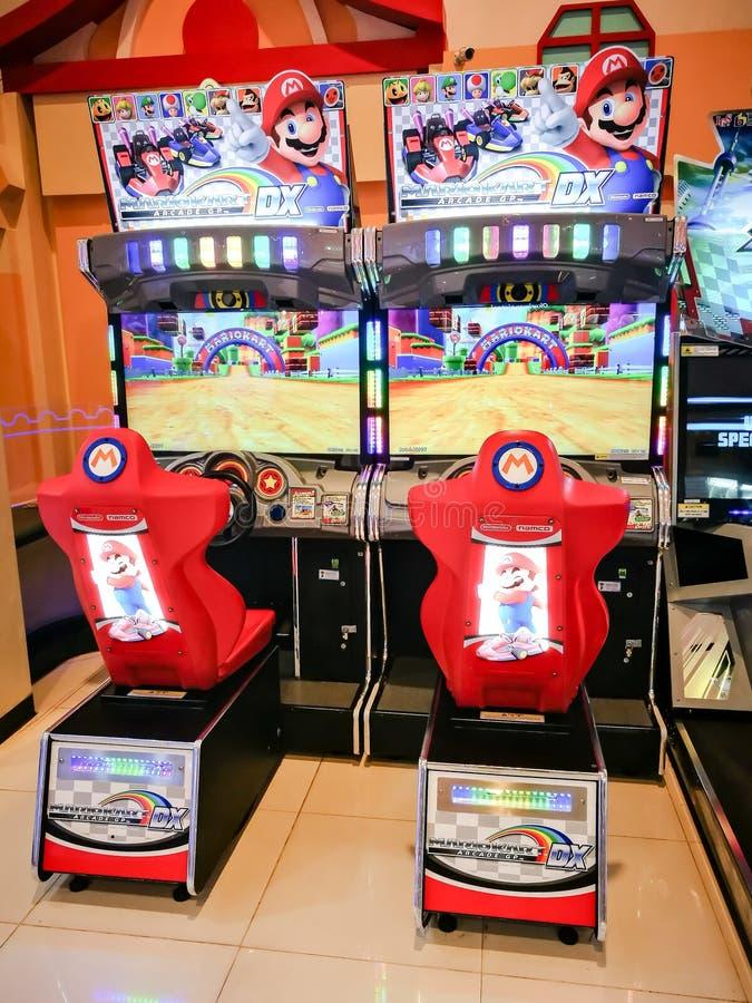 Ο έξοχος Mario kart DX που συναγωνίζεται το τηλεοπτικό παιχνίδι arcade στη διασκέδαση πόλεων στοκ εικόνα