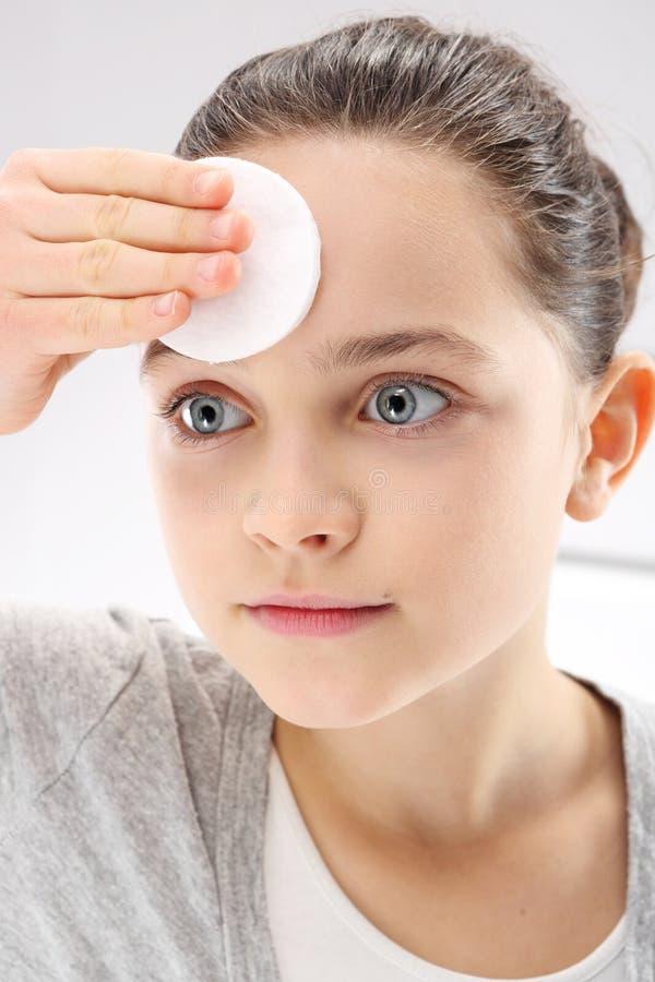 Ο έφηβος φροντίζει την υγιεινή στοκ εικόνα με δικαίωμα ελεύθερης χρήσης