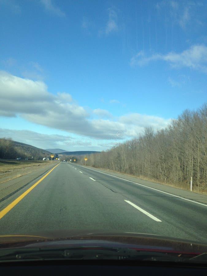 Οδήγηση στα βουνά στοκ φωτογραφίες