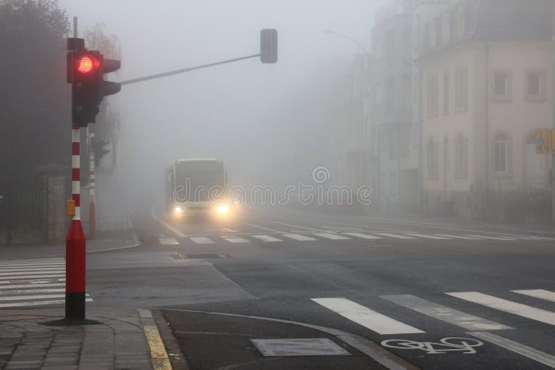 Οδήγηση στο άσχημο καιρό στοκ φωτογραφίες