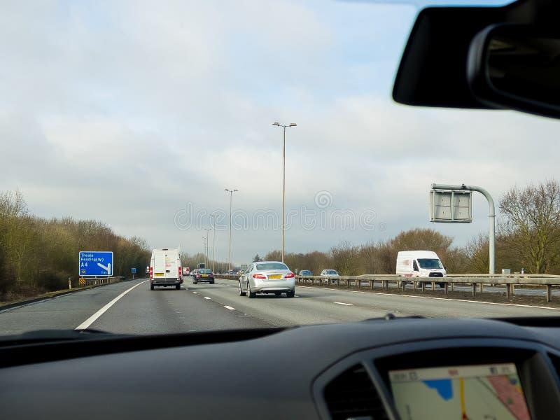 Οδήγηση στο M4 αυτοκινητόδρομο UK στοκ φωτογραφία με δικαίωμα ελεύθερης χρήσης