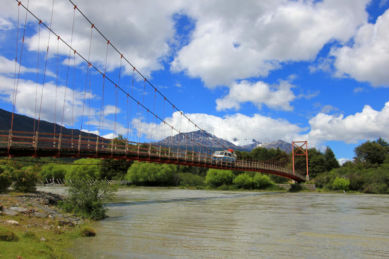 Οδήγηση φορτηγών πέρα από τη γέφυρα, Carretera νότιο, Χιλή στοκ φωτογραφίες με δικαίωμα ελεύθερης χρήσης