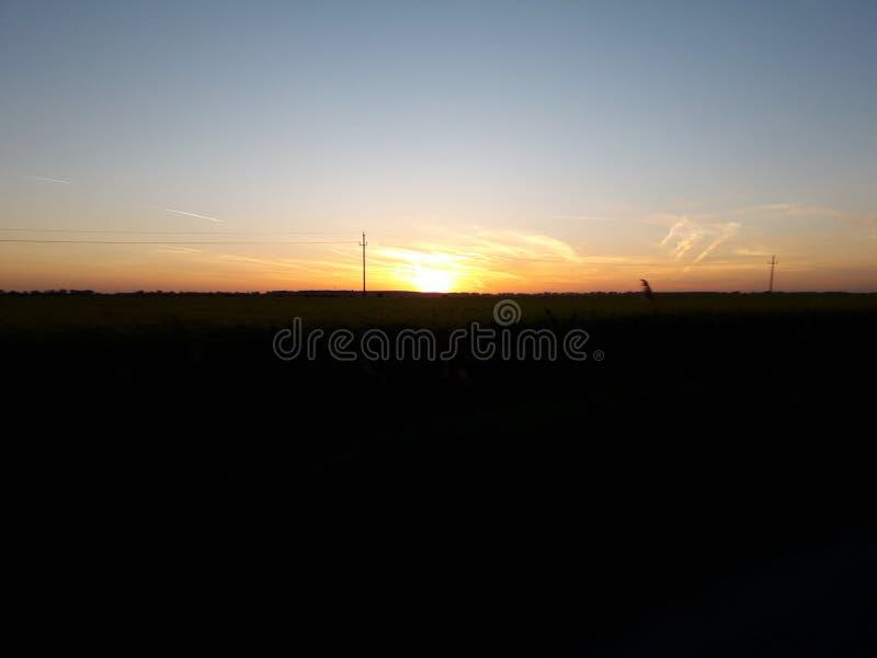 Ο ήλιος πηγαίνει κάτω στοκ φωτογραφία