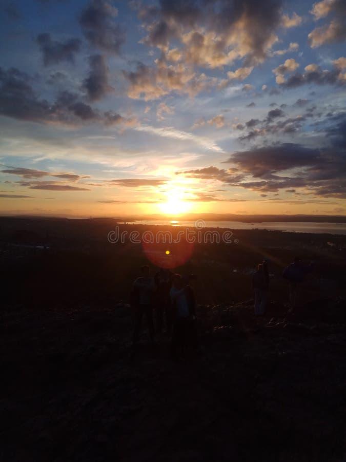 Ο ήλιος έθεσε σε im την κορυφή Edinburg στοκ εικόνα