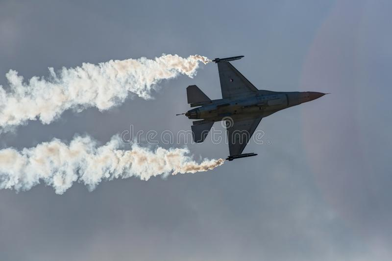 Ο αέρας παρουσιάζει αεροπλάνο στοκ εικόνες