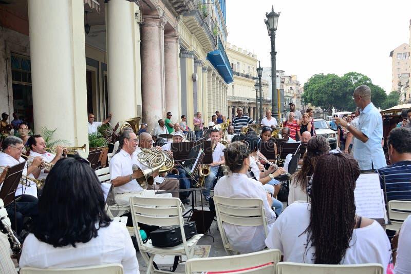 Ο αγωγός με την ορχήστρα πνευστ0ών από χαλκό στην Αβάνα στοκ εικόνες με δικαίωμα ελεύθερης χρήσης