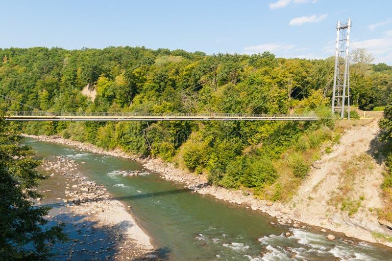 Ο αγωγός υγραερίου διασχίζει τον ποταμό Belaya στοκ φωτογραφίες