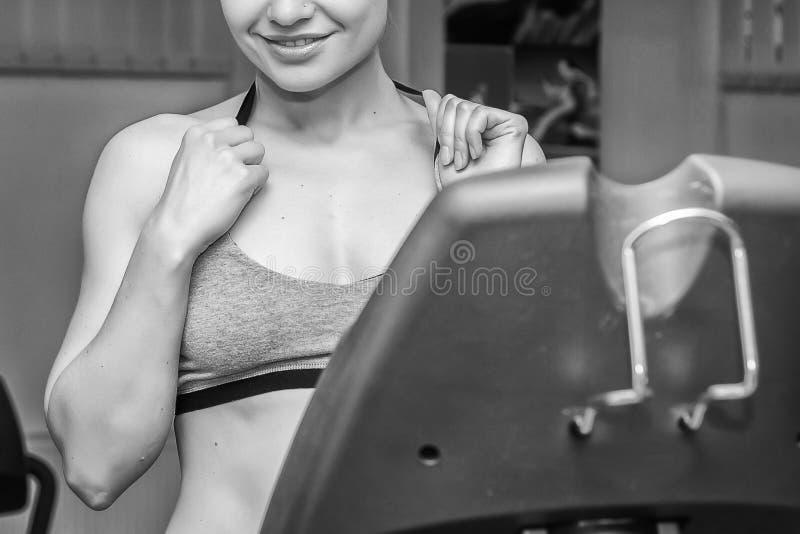 Ο αθλητής στη γυμναστική στοκ εικόνες