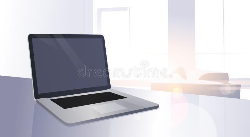 Ο ανοικτός ψηφιακός φορητός προσωπικός υπολογιστής ήλιο παραθύρων επιτραπέζιων στο σύγχρονο διαμερισμάτων λάμπει διανυσματική απεικόνιση