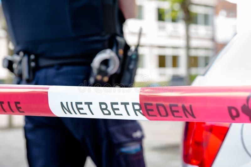 Ολλανδικός αστυνομικός επάνω σε μια έρευνα σκηνών εγκλήματος στοκ φωτογραφία με δικαίωμα ελεύθερης χρήσης