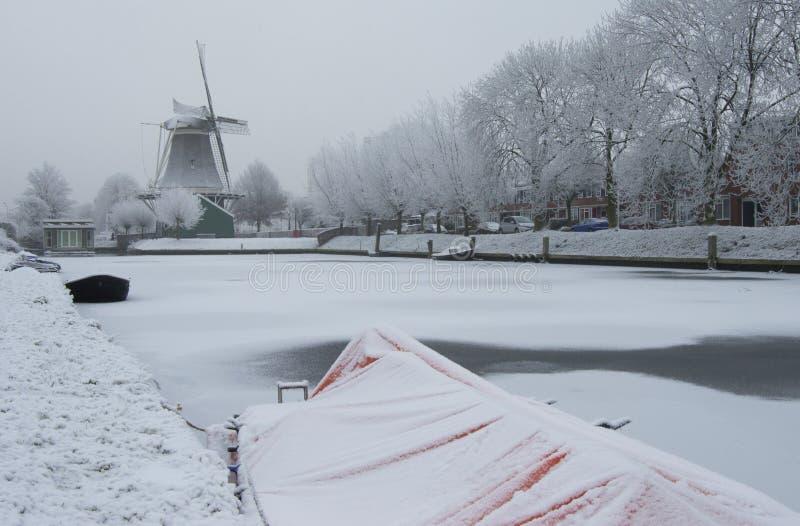 Ολλανδικός μύλος το χειμώνα σε Zwolle στοκ φωτογραφία