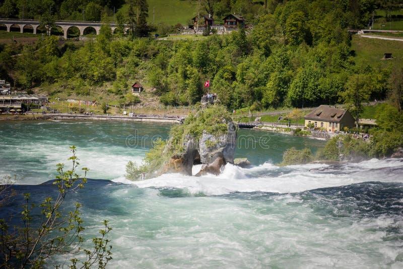 Ο απότομος βράχος των πτώσεων του Ρήνου, Ελβετία στοκ εικόνες
