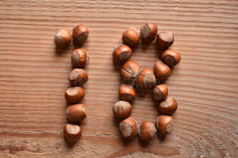 Ο αριθμός 18 που διαμορφώνεται με τα φουντούκια στοκ εικόνα με δικαίωμα ελεύθερης χρήσης