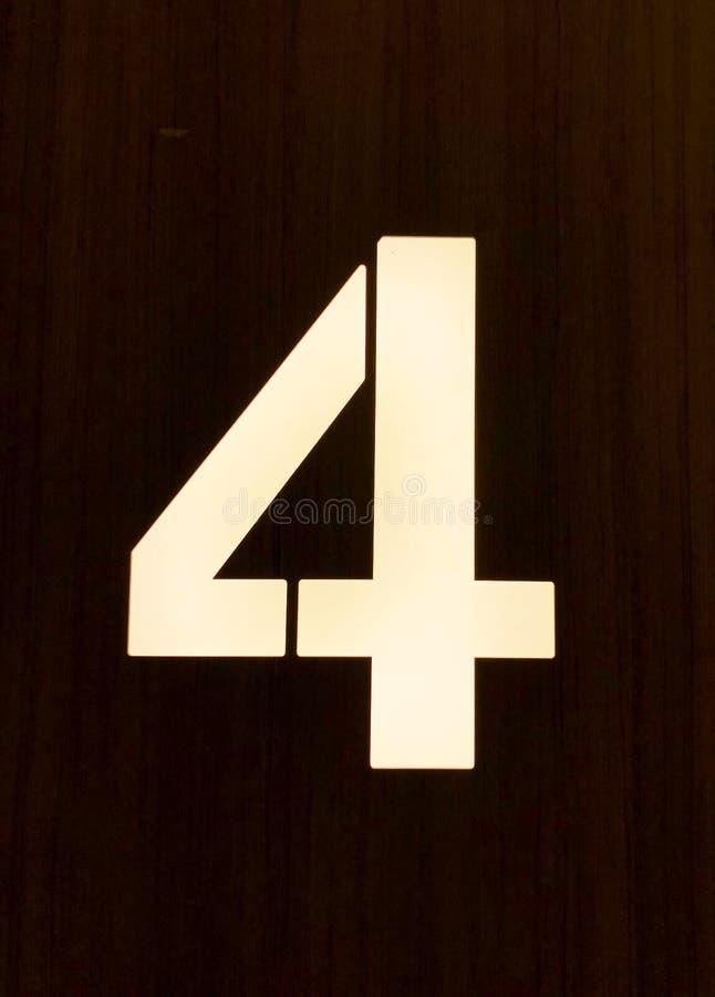 """Ο αριθμός 4 στο μέτωπο Ï""""Î¿Ï… σπιτιού, κλείνει επάνω στοκ εικόνα με δικαίωμα ελεύθερης χρήσης"""