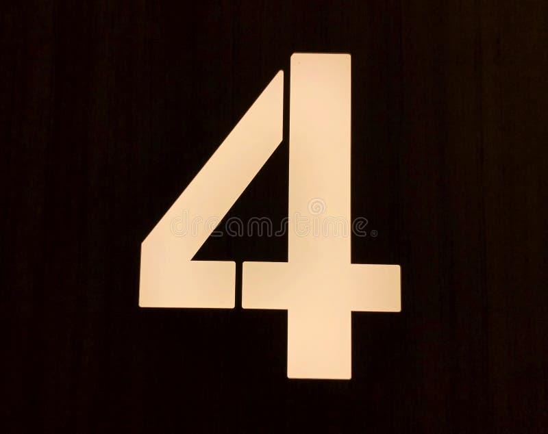 """Ο αριθμός 4 στο μέτωπο Ï""""Î¿Ï… σπιτιού, κλείνει επάνω στοκ φωτογραφίες"""