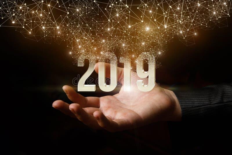 Ο αριθμός του 2019 του yea πετά επάνω από την εκπομπή χεριών φωτεινή, φω'τα διακοπών στοκ εικόνα