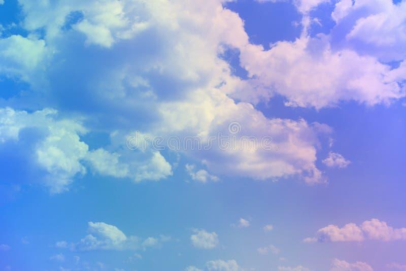 Ο αρκετά ζωηρός σωρείτης καλύπτει στον ουρανό για τη χρησιμοποίηση στο σχέδιο ως υπόβαθρο στοκ εικόνα