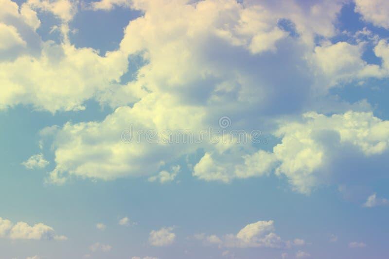 Ο αρκετά ζωηρός σωρείτης καλύπτει στον ουρανό για τη χρησιμοποίηση στο σχέδιο ως υπόβαθρο στοκ φωτογραφίες με δικαίωμα ελεύθερης χρήσης
