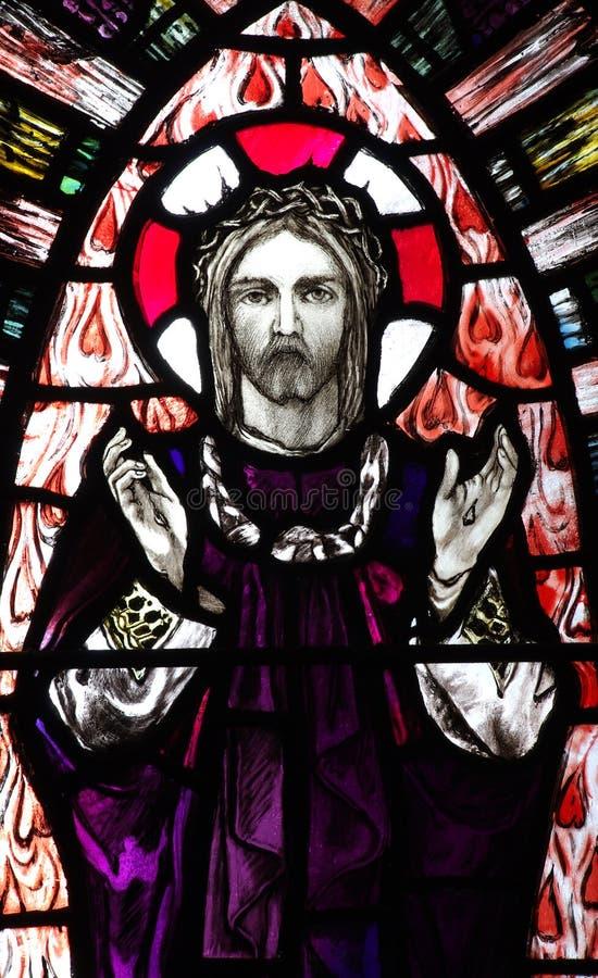 Ο αυξημένος Ιησούς Χριστός στο λεκιασμένο γυαλί στοκ φωτογραφία με δικαίωμα ελεύθερης χρήσης