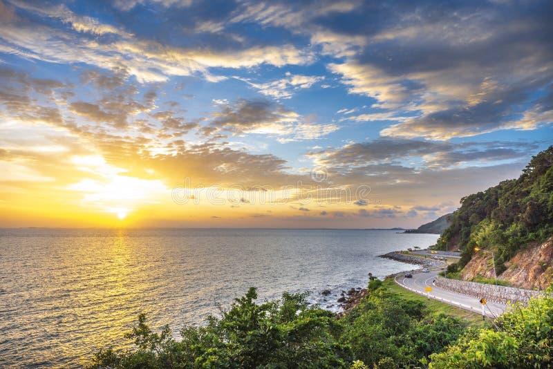 Ο αυτοκινητόδρομος Chalerm Burapha Chonlathit κοιτάζει από το Noen Nangphaya View Point , Chanthaburi, Ταϊλάνδη Όμορφη λωρίδα ποδ στοκ εικόνες