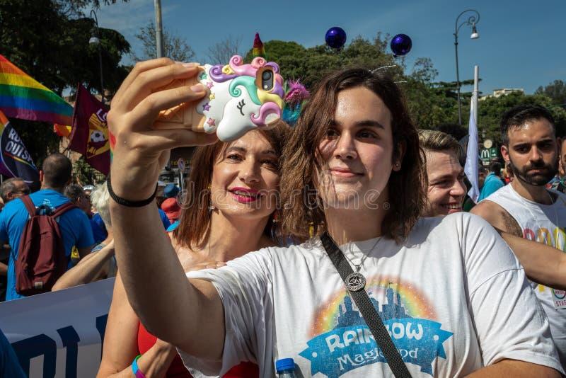 Ο Βλαντιμίρ Luxuria και ένας ομοφυλοφιλικός τύπος παίρνουν ένα selfie στοκ εικόνα