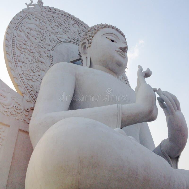 Ο Βούδας θεωρεί τον ταϊλανδικό βουδισμό πολιτισμού στοκ εικόνες