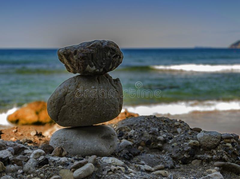 Ο βράχος ` s δέντρων συσσώρευσε ενός πάνω από άλλο στοκ εικόνα