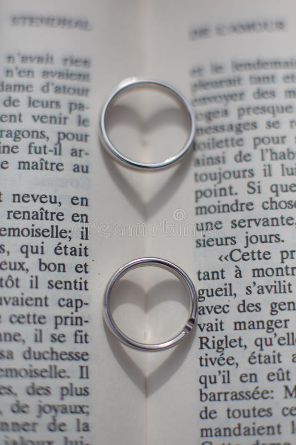 Ο γάμος χτυπά τις καρδιές στοκ εικόνες