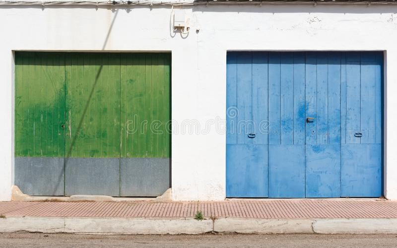 Ο γείτονας της πράσινης πύλης είναι ο μπλε στοκ εικόνες με δικαίωμα ελεύθερης χρήσης