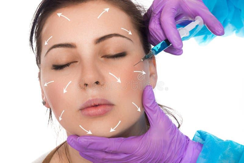 Ο γιατρός εγχέει ένα botox στοκ φωτογραφία με δικαίωμα ελεύθερης χρήσης