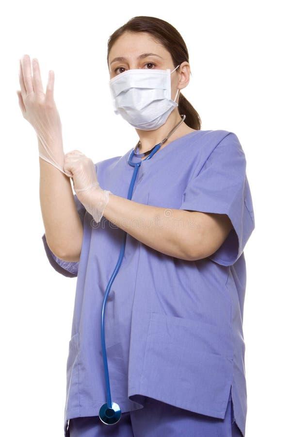 ο γιατρός φορά γάντια σε τη& στοκ εικόνα με δικαίωμα ελεύθερης χρήσης