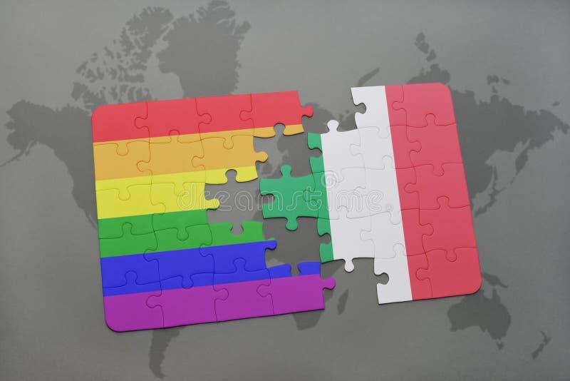 ο γρίφος με τη εθνική σημαία της Ιταλίας και η ομοφυλοφιλική σημαία ουράνιων τόξων σε έναν κόσμο χαρτογραφούν το υπόβαθρο απεικόνιση αποθεμάτων