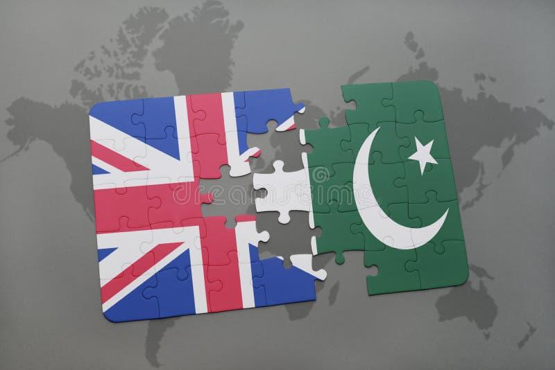 Ο γρίφος με τη εθνική σημαία της Μεγάλης Βρετανίας και το Πακιστάν σε έναν κόσμο χαρτογραφούν το υπόβαθρο ελεύθερη απεικόνιση δικαιώματος