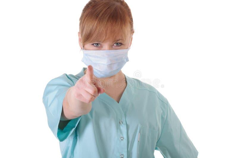 Ο γυναικείος γιατρός με την τοποθέτηση αναπνευστικών συσκευών και παρουσιάζει δάχτυλο σε σας στοκ εικόνες με δικαίωμα ελεύθερης χρήσης