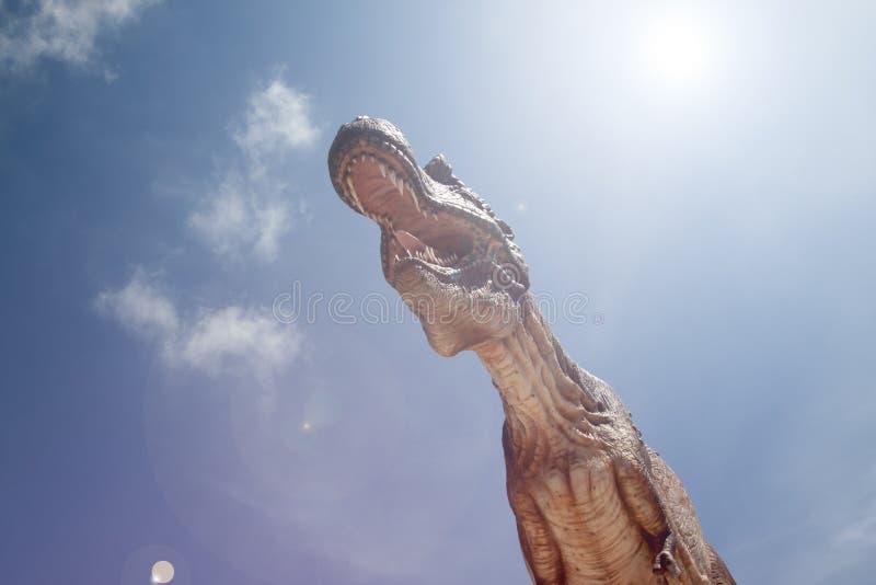 Ο δεινόσαυρος ανοίγει το στόμα του στοκ φωτογραφίες