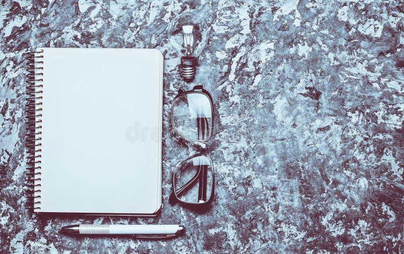 Ο δημιουργικός χώρος εργασίας του συγγραφέα είναι ενθαρρυντικός για να δημιουργήσει Ι χ στοκ εικόνες