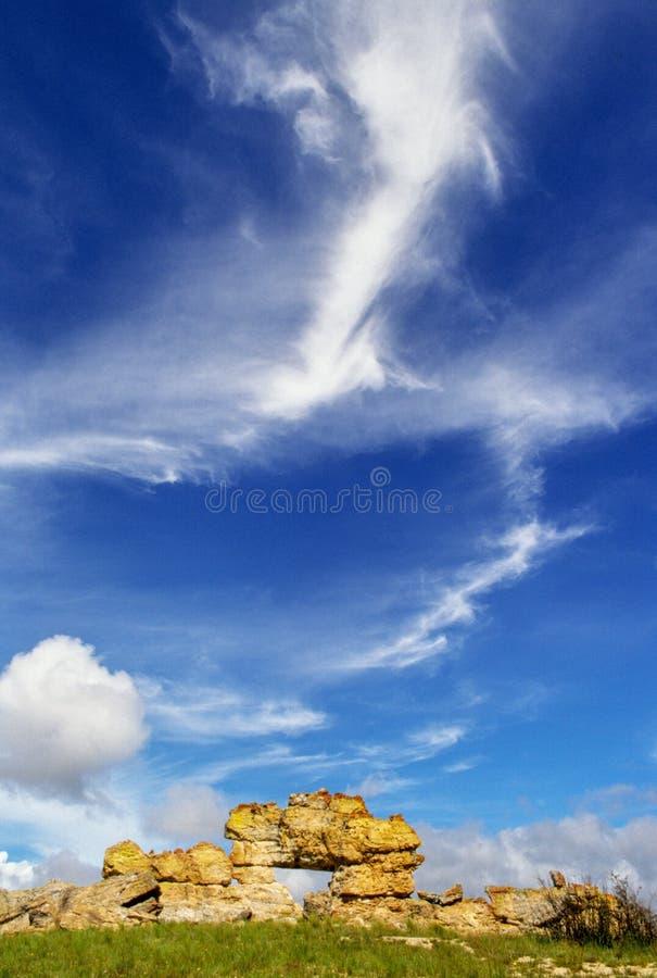 """Ο διάσημος σχηματισμός βράχου """"Λα Fenetre """"στο εθνικό πάρκο Isalo, Μαδαγασκάρη στοκ εικόνα με δικαίωμα ελεύθερης χρήσης"""