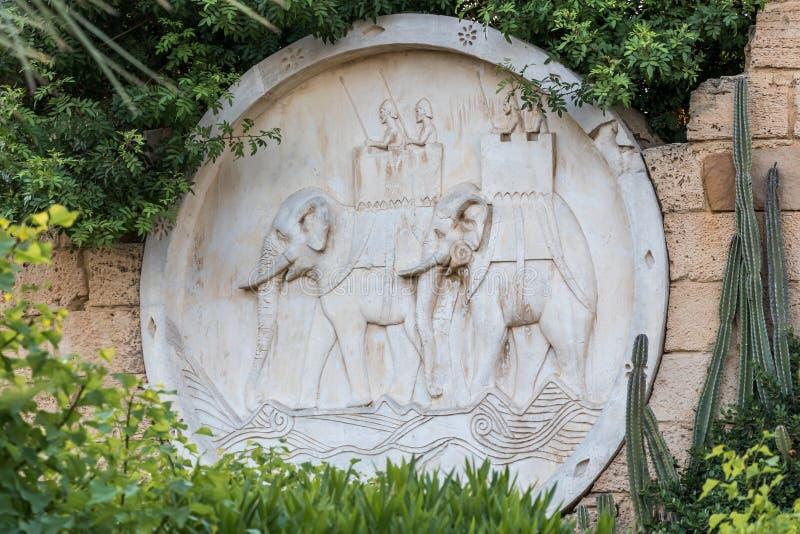 Ο διακοσμημένος τοίχος με έναν στρατό των πολεμικών ελεφάντων, Yasmine Hammamet, Τυνησία, Αφρική στοκ εικόνα με δικαίωμα ελεύθερης χρήσης