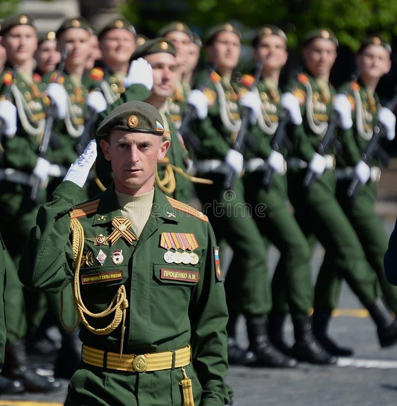 Ο διοικητής χωριστές φρουρές μηχανοποίησε την ταξιαρχία τουφεκιών, αντισυνταγματάρχης Αλέξανδρος Protsenko κατά τη διάρκεια της π στοκ εικόνες με δικαίωμα ελεύθερης χρήσης
